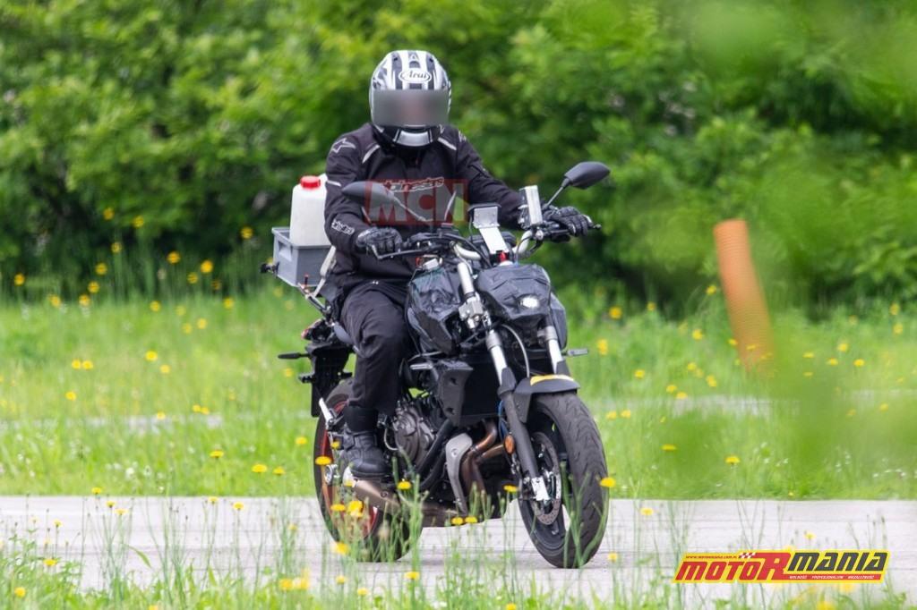 Yamaha MT-07 na 2021 - zdjecia szpiegowskie (1)