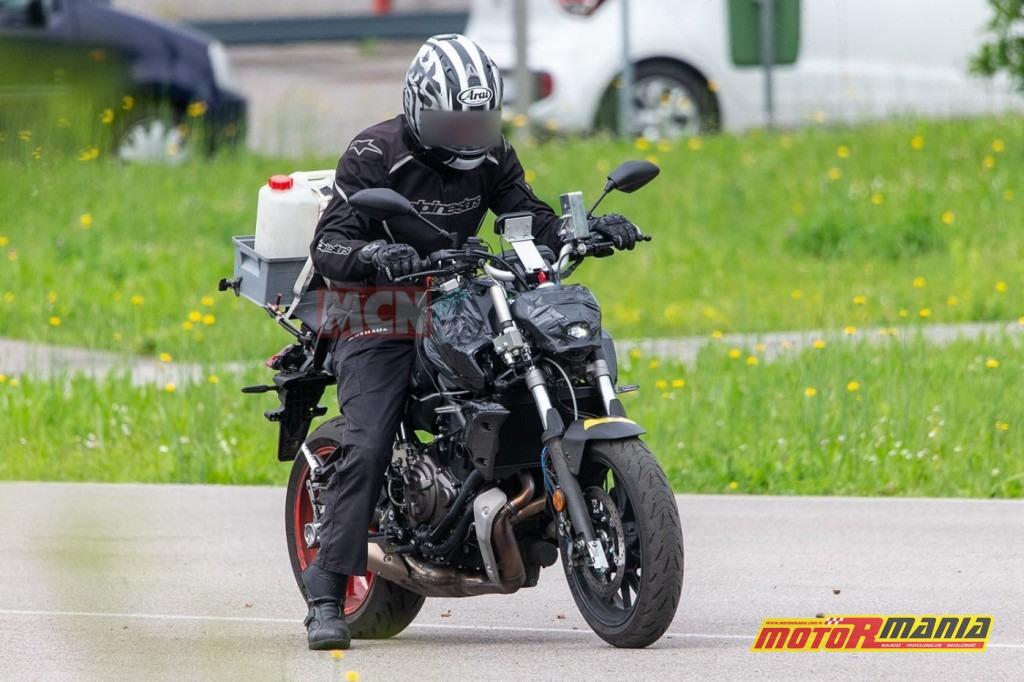 Yamaha MT-07 na 2021 - zdjecia szpiegowskie (4)