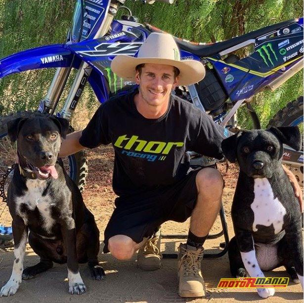 Jarryd McNeil FMX z psem  (2)