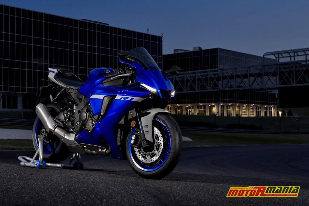 Yamaha R1 na rok 2020 ze światłami LED do jazdy dziennej.