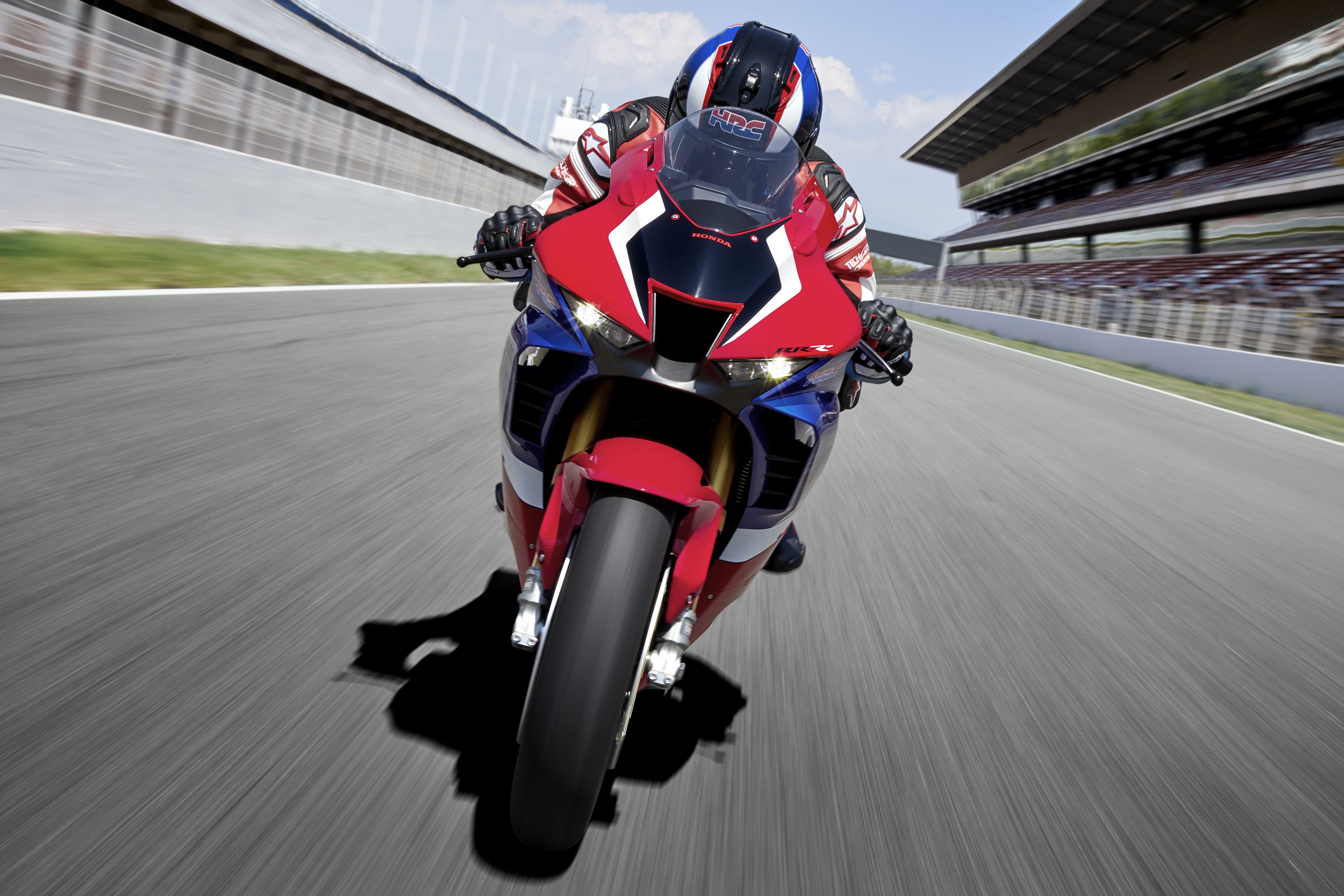 20YM_CBR1000RR-R_SP_Location_Riding_01_0315