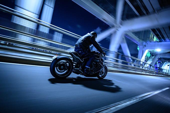 2019-BMW-K1600-B-_Stealth-Crow_-By-Custom-Works-Zon-5