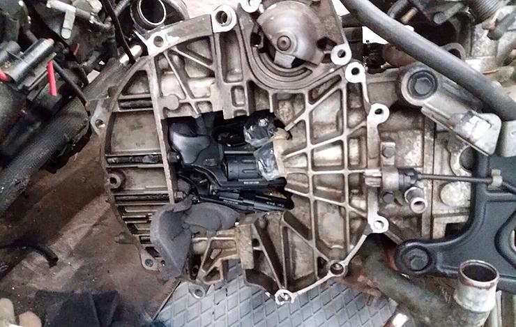 crime weapons hidden in motorcycles_02
