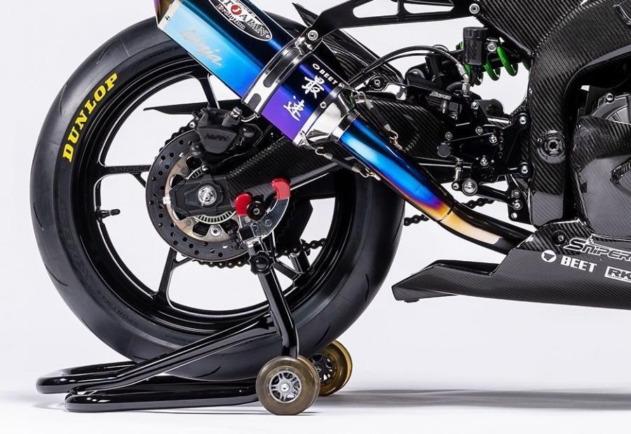 Kawasaki ZX25-R Race edition 02 crop